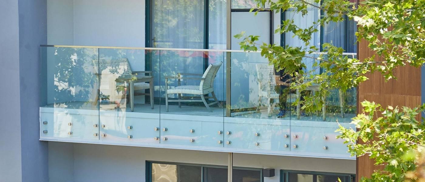 standoff glass railing_3-min